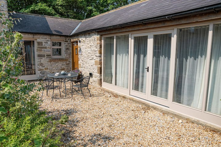 The Cowshed, 2 bed single storey luxury barn