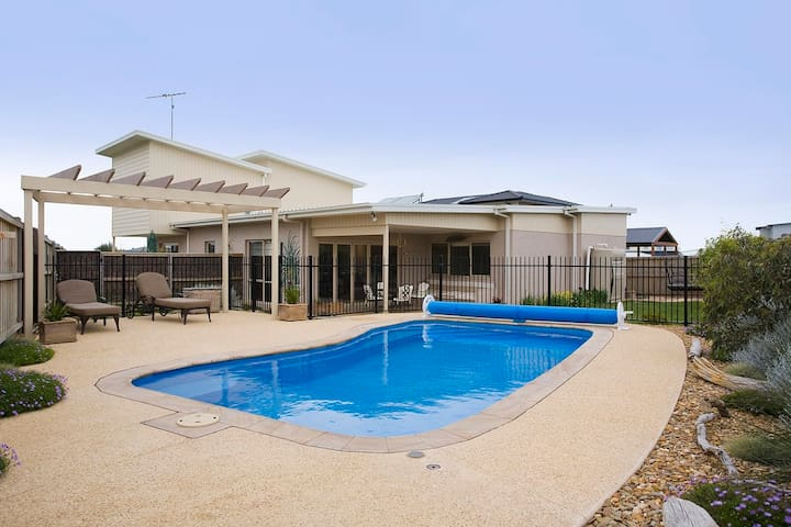 Swimming pool - Great family living T335 - 託基(Torquay) - 獨棟
