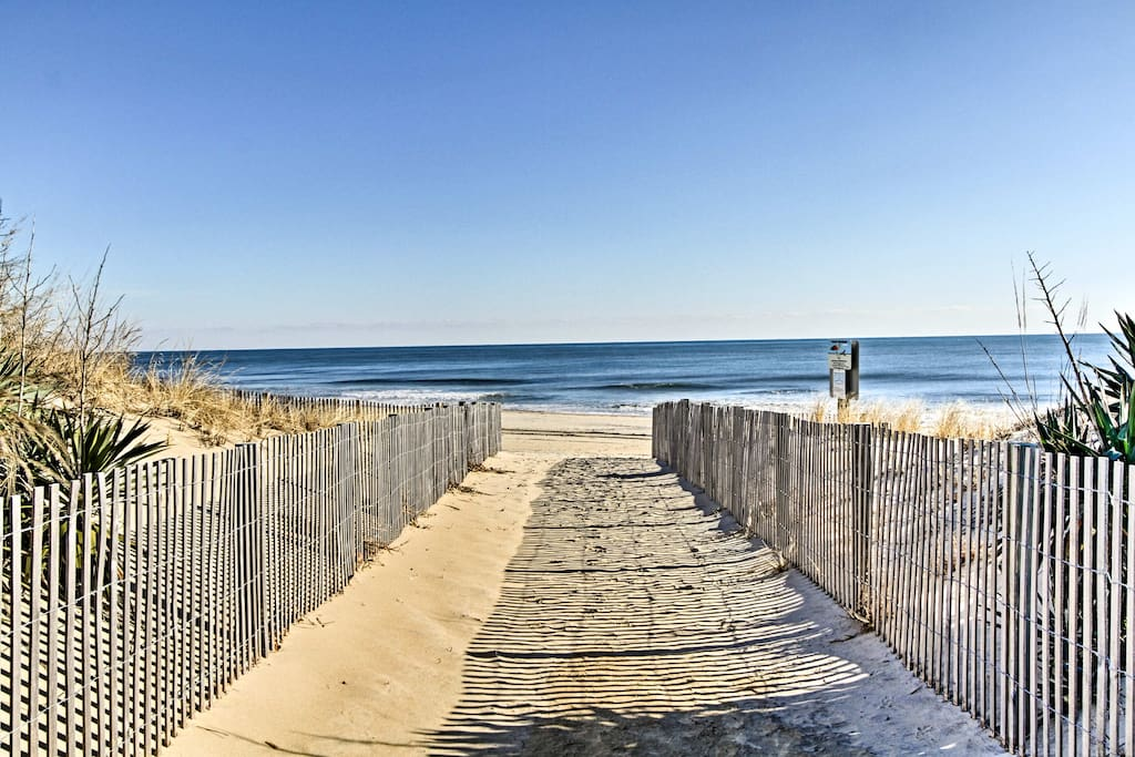 Up to 8 guests will enjoy days spent at the beach - just 60 steps away!