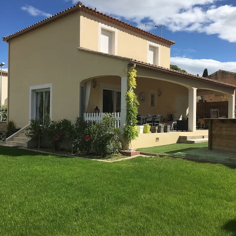 Villa neuve climatisee - Aujargues - House