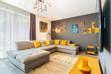 Art Gallery Apartment in Silver Mountain