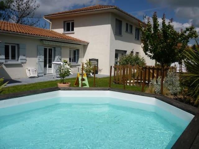 Maison 150 m2 avec piscine, Biscarrosse bourg. - Biscarrosse - Casa