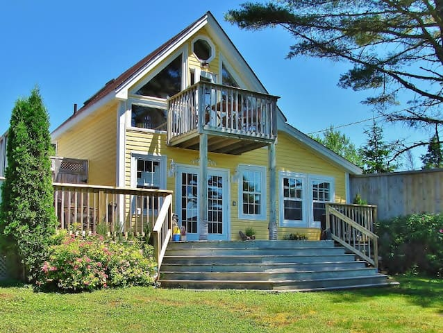 2BR Cottage Rental - Beautiful Oceanfront Property