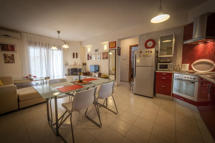 Spacious and peaceful apartment near the beach - Καλλιθέα - Flat