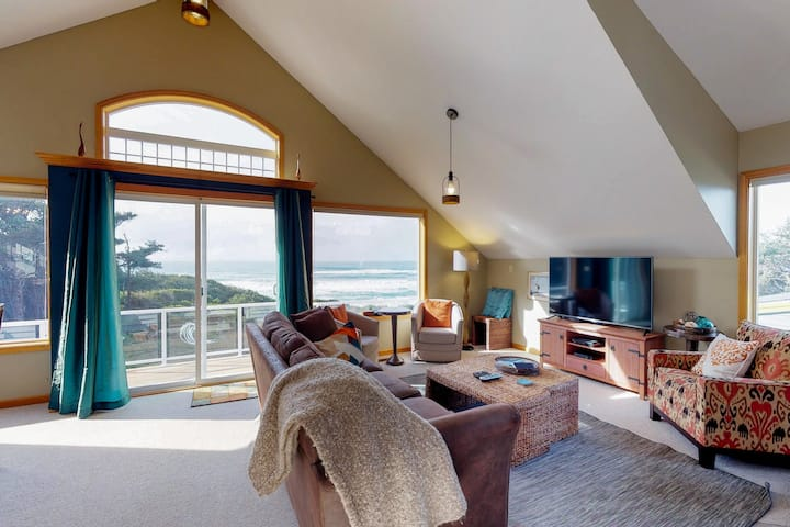 Dog-friendly oceanfront home w/hot tub, amazing views & easy beach/trail access!