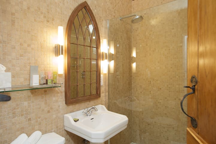 Bathroom with walking shower