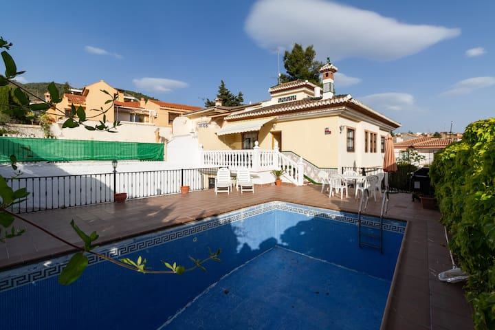 House with pool, garden and barbecue