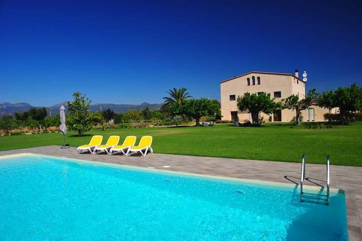 Beautiful villa  (17 pax) with pool in Cambrils