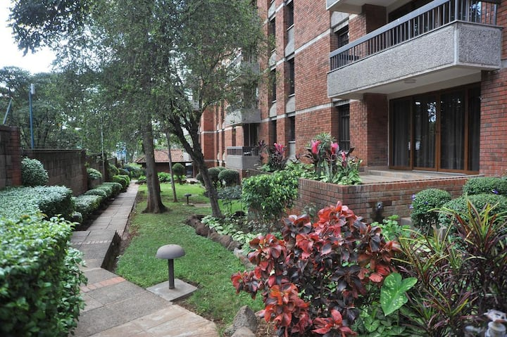 1 BR NEAR NAIROBI UNIVERSITY, INCLUDING BREAKFAST
