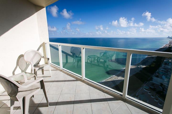 LA PERLA OCEANFRONT  3BDR ON 26 FL - Sunny Isles Beach - Apartment