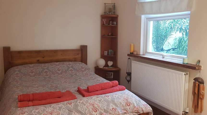 Central cosy room off seafront, private WC