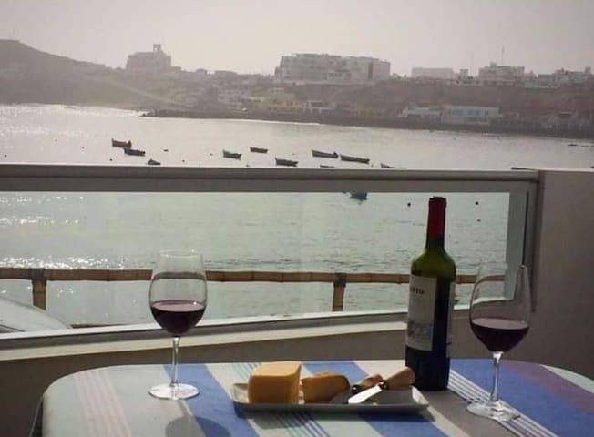 Lindo departamento con terraza frente al mar.