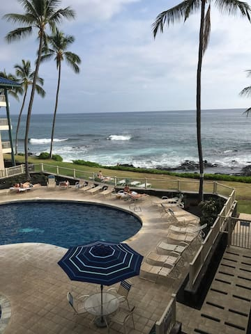 Beautiful Kona Reef ocean front condo.