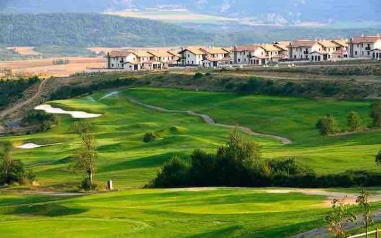 Alojamiento golf y sky Pirineos