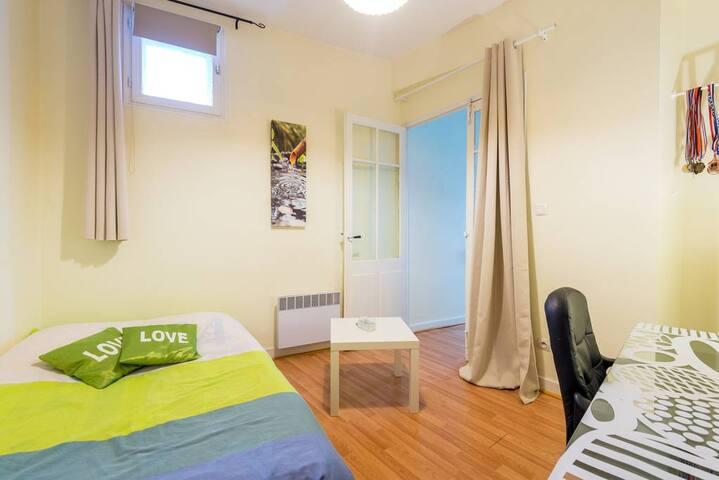 Chambre dans maison Centre Brignais - Brignais - บ้าน