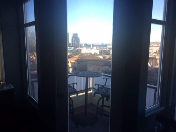 Balcony Room in Heart of San Diego!