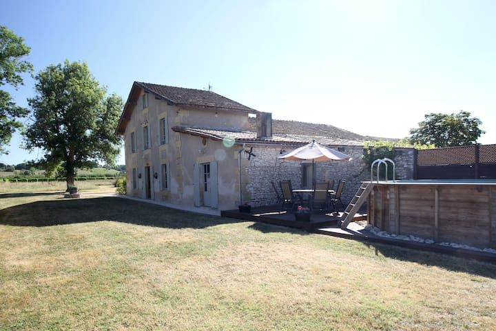 Farmhouse-vineyard, views, pool, wifi, games-room