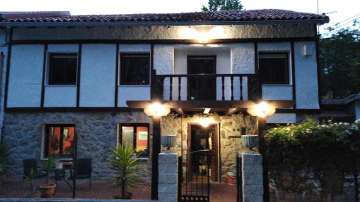 CASA ROIZ Habitación con 2 camas y baño compartido