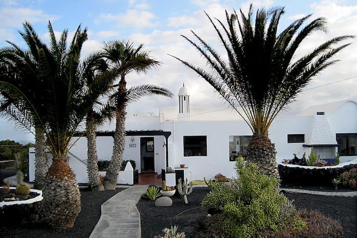 Beautifully quiet Casa near Famara