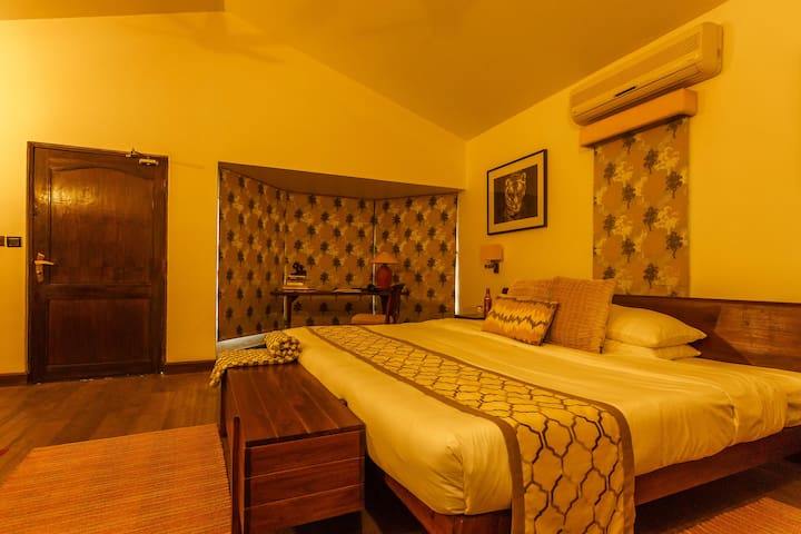 Tiger Luxury Cottage in a Wildlife Lodge in Kanha