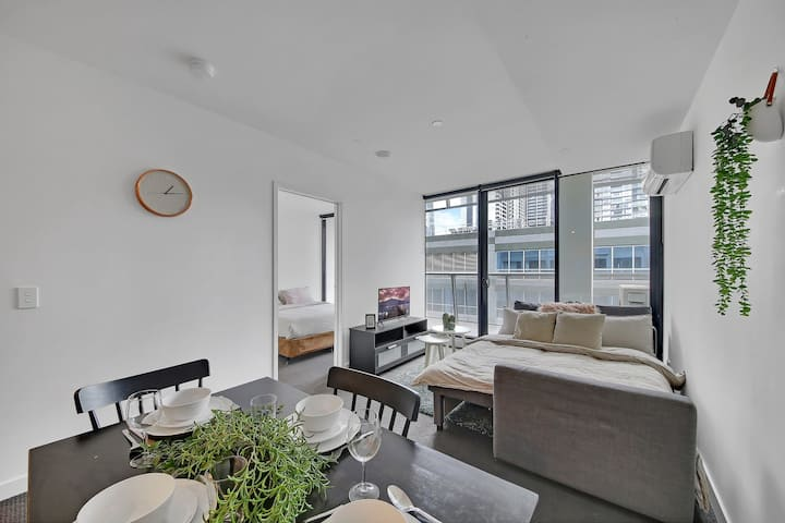 A Bright & Cozy 2BR Apt Right Next to Southern Cross