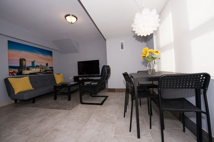 Quiet Private Apartment - Close to Everything!