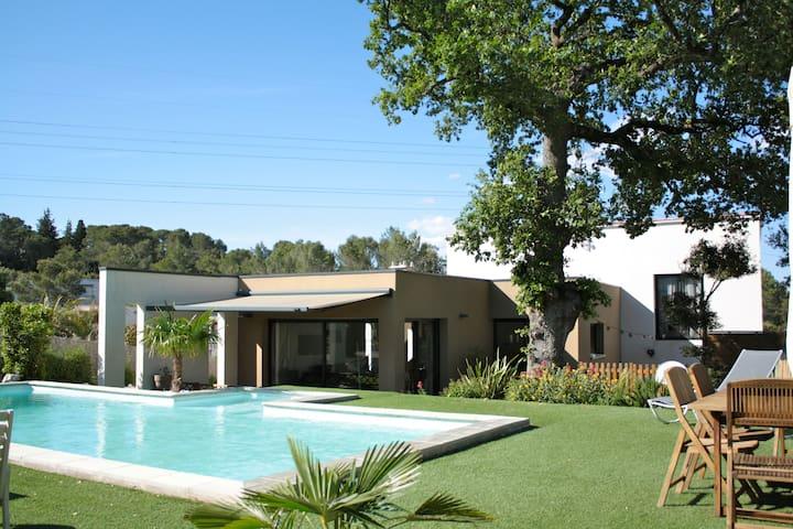 Maison comtemporaine avec piscine - Saint-Gély-du-Fesc - Huis