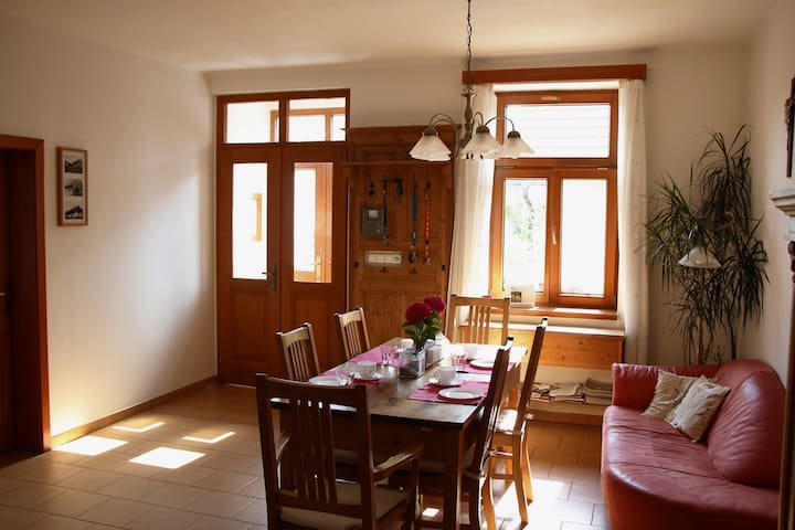 Two rooms in traditional renovated village house - Všejany - Ház