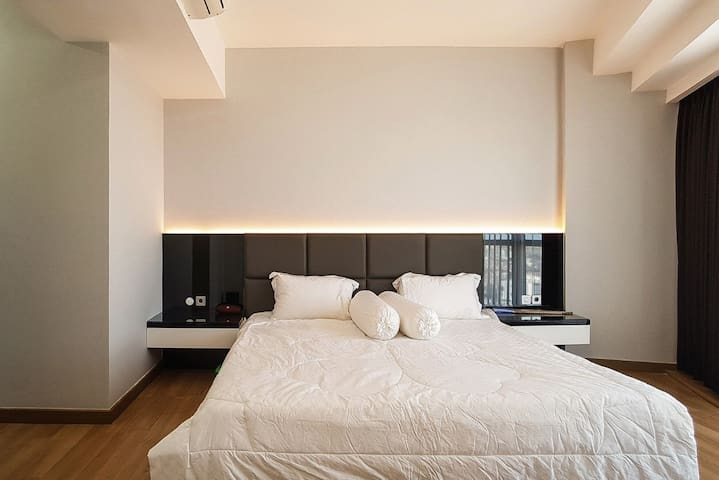 Master Bedroom with King Size Bed (200cm x 200cm)