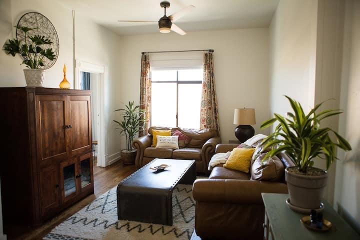 *Private-1,300 sq ft. Apartment/Loft Downtown