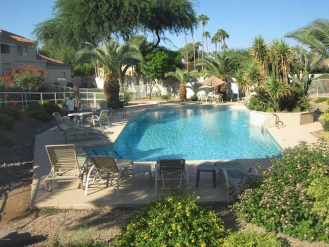 2BD condo w/ heated pool & hot tub