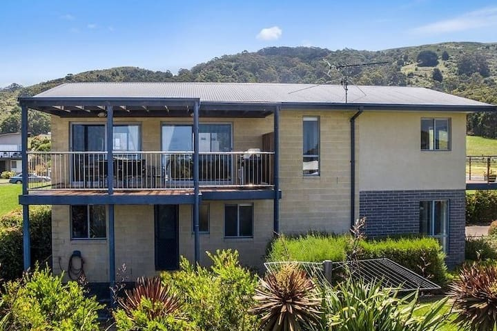 Beachside Bliss with Secure yard l  Pet Friendly