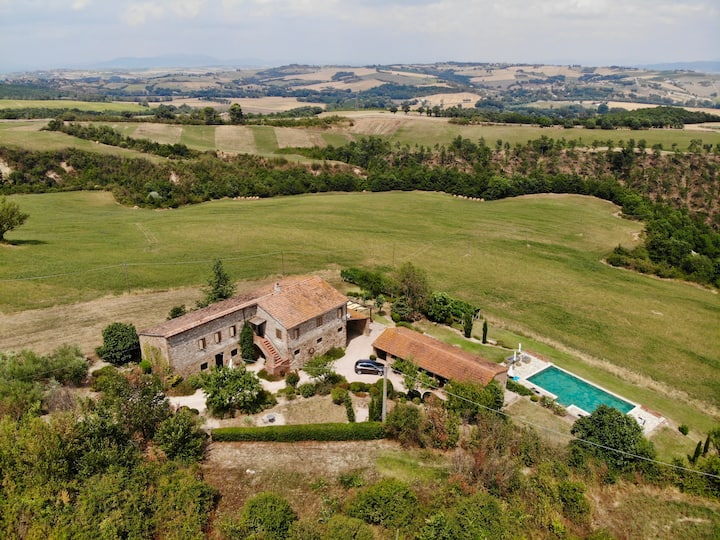 Podere Valcerasa - Stunning Stone Farmhouse