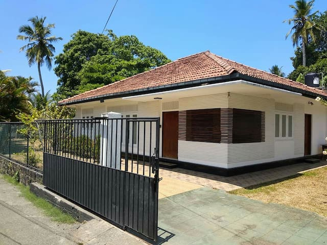 Vihagi Villa - 3 bedrooms, 10 min walk to  beach