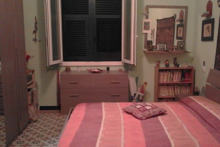 Camera matrimoniale, nel centro di Sanremo - Apartment