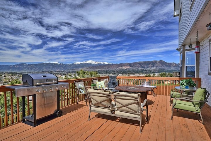 🌟5BR Family-Friendly Home+Panoramic Views Throughout Walk-Out Deck!