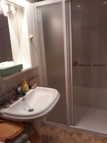 Habitacion individual con cuarto de baño privado