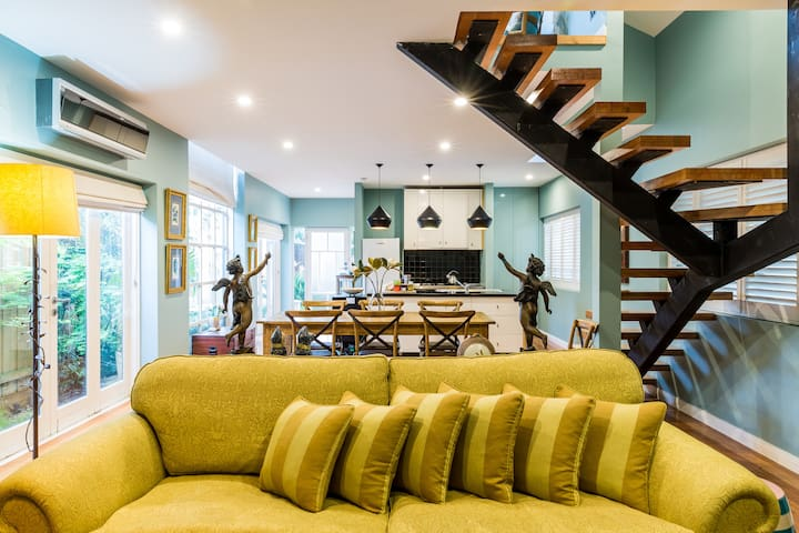 Stylish, Historic Townhouse in Malvern East