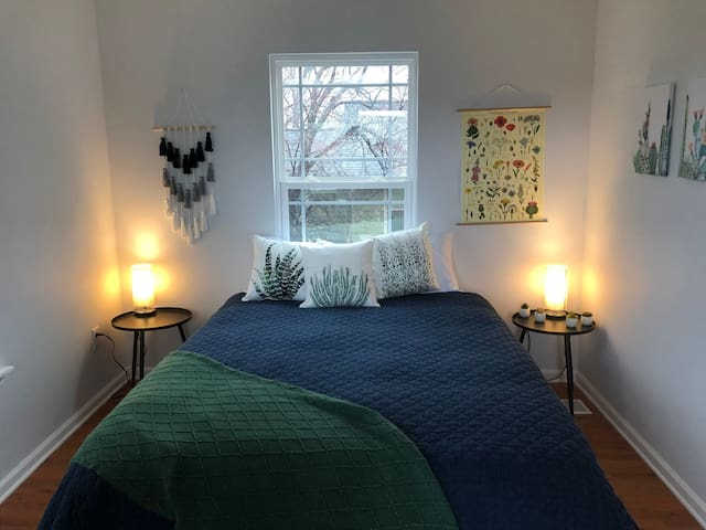 Beautiful, cozy suite near Grant Park and Zoo!