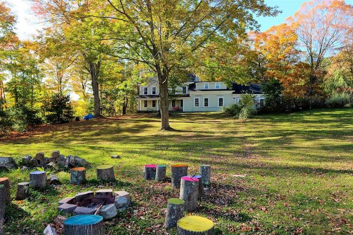 Quaint Farmhouse perfect for families!
