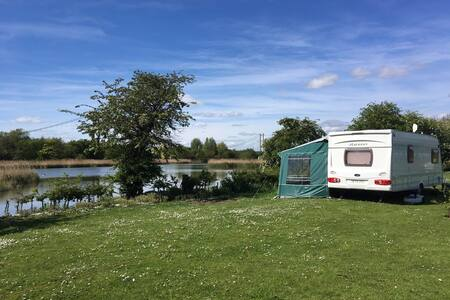 Cosy caravan with the perfect pitch !