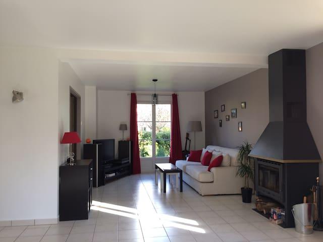 La Bretèche - Néry - บ้าน