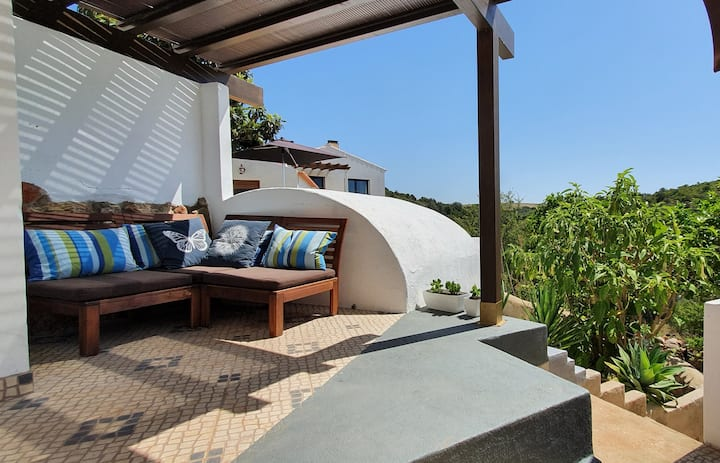 Nice Cottage with Patio - Zavial