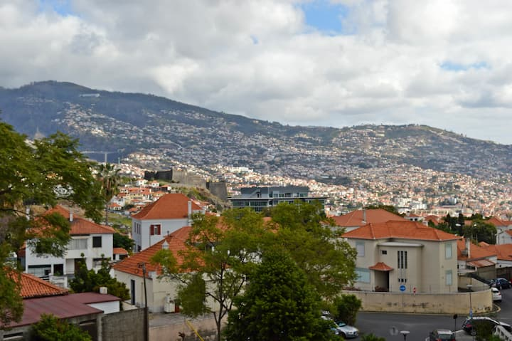 Apartment in the city of Funchal up 2 at 6 pers