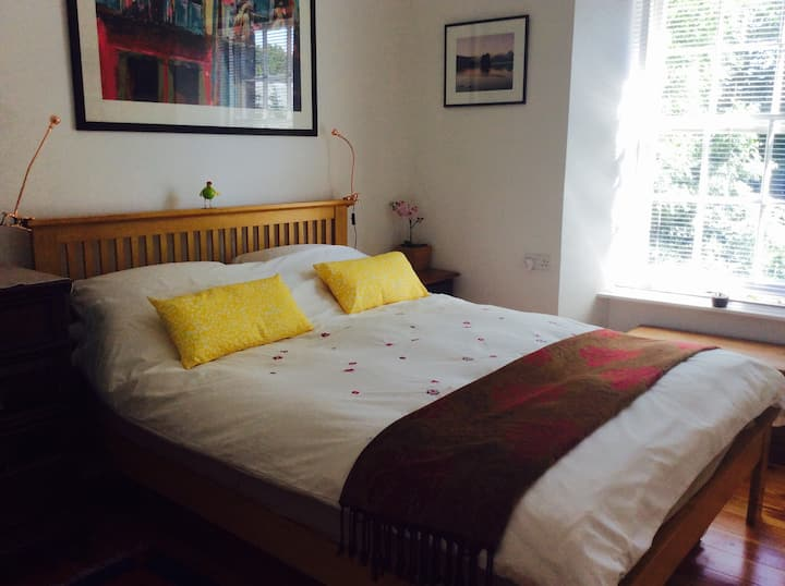 Comfy bright double room, near Edinburgh