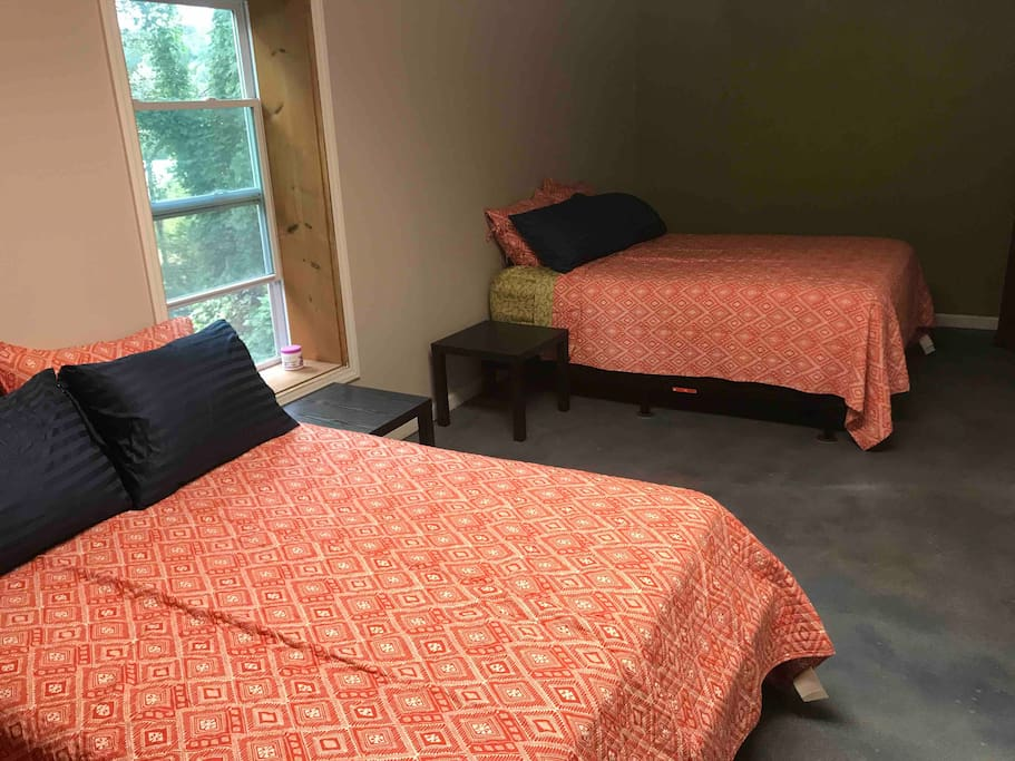 Larger bedroom with 2 queen-sized beds