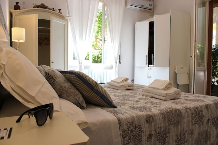 Centrally Located with Terrace - Il Cortile