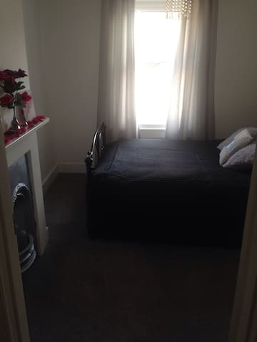 Spacious double room by the sea!!! - Bexhill - Haus