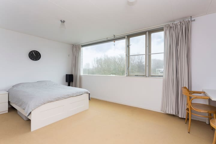 Spacious house near Utrecht (2 bathrooms) - IJsselstein - Casa