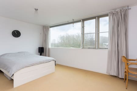 Spacious house near Utrecht (2 bathrooms) - IJsselstein - Rumah